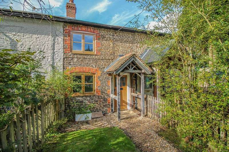 2 Bedrooms Cottage House for sale in Mint Road, Liss Forest, Liss