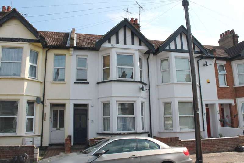2 Bedrooms Flat for sale in Burdett Avenue, Westcliff On Sea