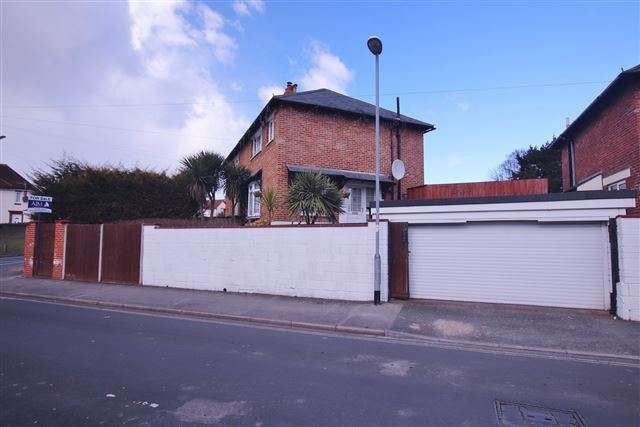 3 Bedrooms Semi Detached House for sale in Whitstable Road, Wymering, Portsmouth, Hampshire, PO6 3JR