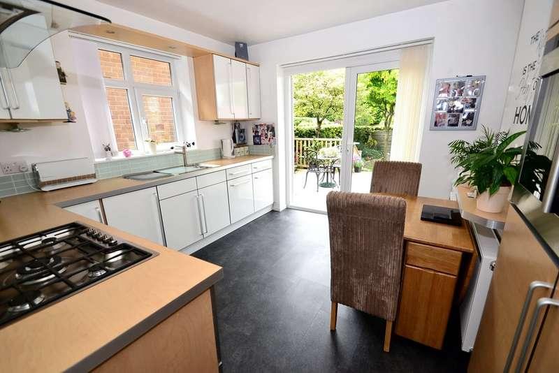 2 Bedrooms Detached Bungalow for sale in Douglas Road, Hazel Grove, Stockport SK7 4JE