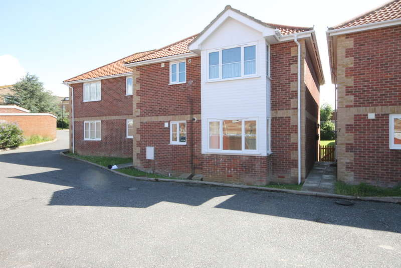 2 Bedrooms Ground Flat for rent in St Andrew's Way, Freshwater