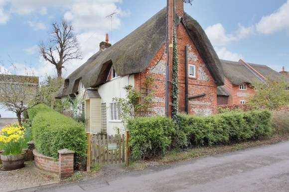 2 Bedrooms Terraced House for sale in Duck Street, Abbotts Ann, Andover