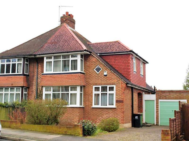 3 Bedrooms Semi Detached House for sale in Stuart Avenue, Hayes, Bromley, BR2