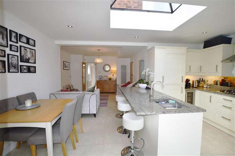4 Bedrooms Detached House for sale in Apsley Close, Bowdon, Cheshire, WA14