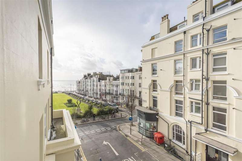 3 Bedrooms Apartment Flat for sale in Devonshire Place, Brighton