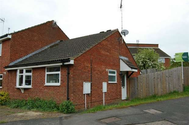 2 Bedrooms Semi Detached Bungalow for rent in Balliol Road, Daventry, Norhants