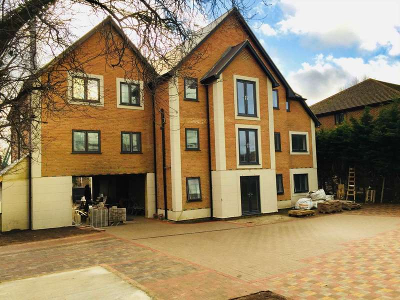 2 Bedrooms Apartment Flat for sale in Albert Street, Off High Street Slough Berkshire