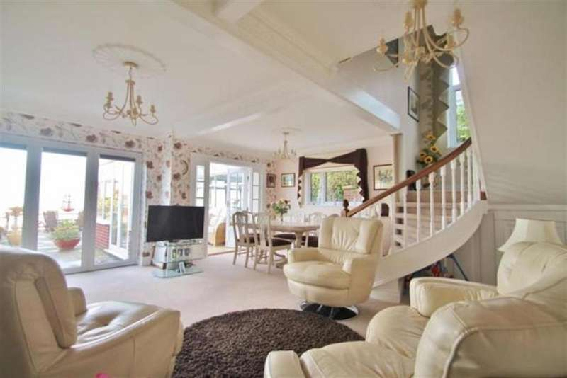 4 Bedrooms Detached House for sale in Walmers Avenue, Rochester, ME3 7EH