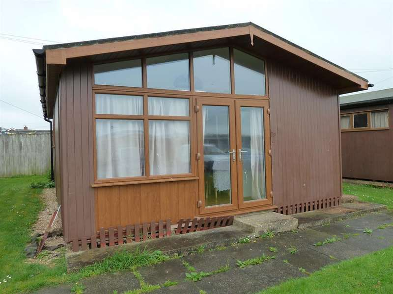 2 Bedrooms Chalet House for sale in Links Avenue, Mablethorpe,