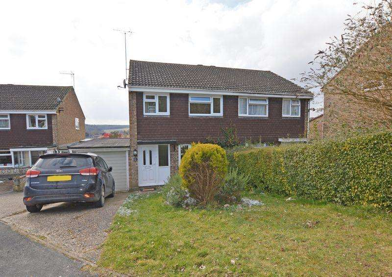3 Bedrooms Semi Detached House for sale in Thorpe Gardens, Alton, Hampshire
