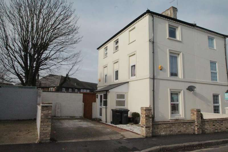 4 Bedrooms Semi Detached House for sale in Albion Road, Gravesend, DA12 2SR