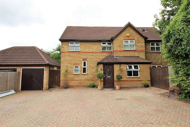 5 Bedrooms Detached House for sale in Moss Bank, Meesons Lane, Grays, RM17 5EF