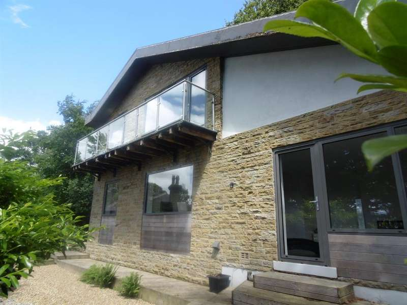 3 Bedrooms Detached House for sale in Fernhill house, Fernhill, Bingley, BD16 4AQ