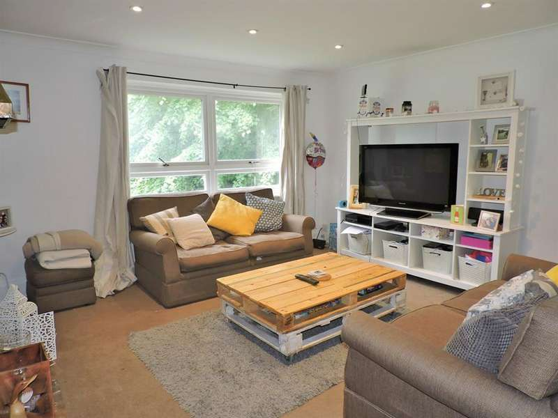 2 Bedrooms Flat for sale in Bean Road, Greenhithe, DA9 9JD