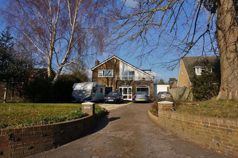 4 Bedrooms Detached House for sale in CAMS HILL, DOWN END