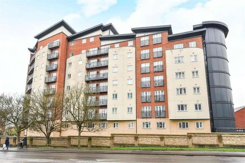 2 Bedrooms Flat for sale in Aspects Court, Slough, Berks