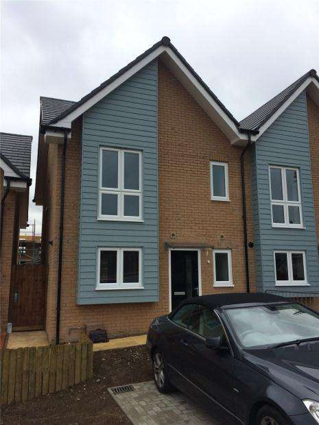3 Bedrooms Semi Detached House for rent in Ebberns Road, Hemel Hempstead, Hertfordshire