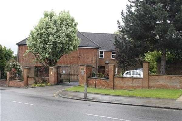 2 Bedrooms Flat for sale in Orion Court, Hale Lane, Edgware
