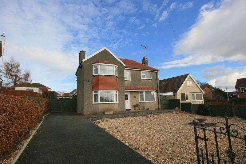 3 Bedrooms Detached House for sale in 4 Overlea Avenue, Deganwy