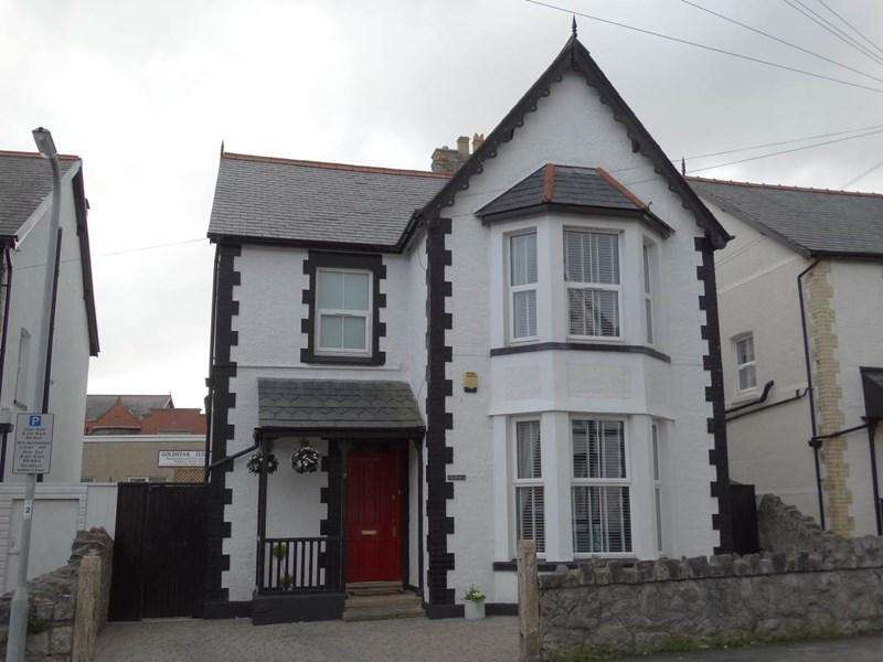 4 Bedrooms Detached House for sale in 9 Llewelyn Road, Colwyn Bay