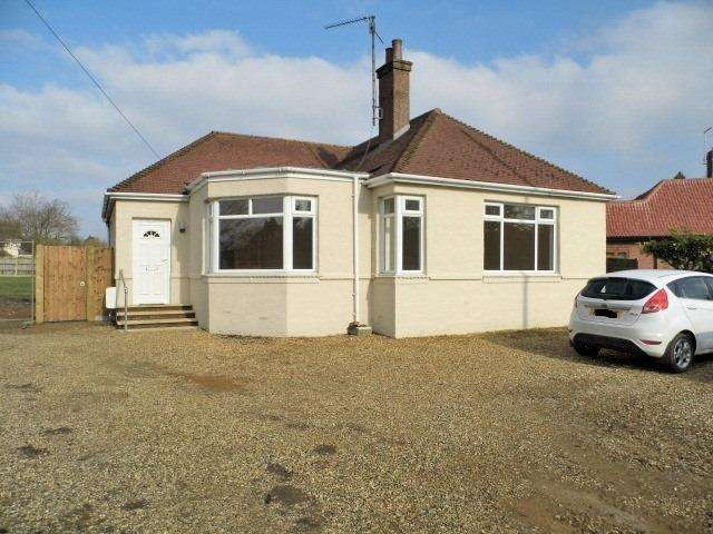 3 Bedrooms Detached Bungalow for rent in Low Road, South Wootton, King's Lynn