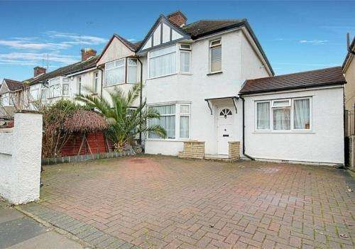 4 Bedrooms End Of Terrace House for sale in Greenwood Avenue, Enfield, EN3