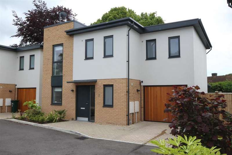 4 Bedrooms Detached House for sale in Saxon Way, Patcham Village, Brighton