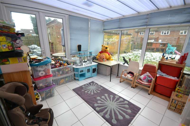 4 Bedrooms House for sale in Crescent Way, Horley
