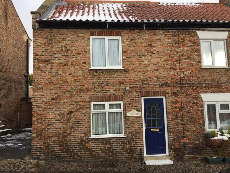 2 Bedrooms Semi Detached House for sale in Church Street, Easingwold, York, YO61 3HF