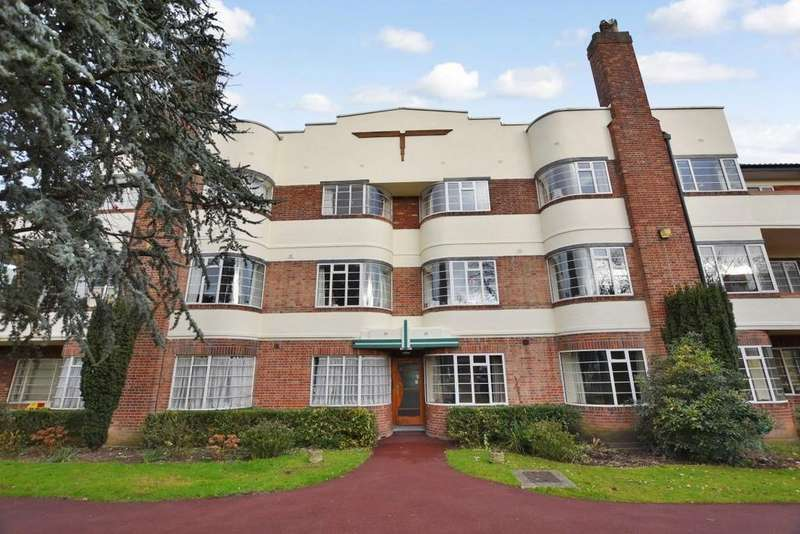 3 Bedrooms Ground Flat for sale in Woodford Road, South Woodford