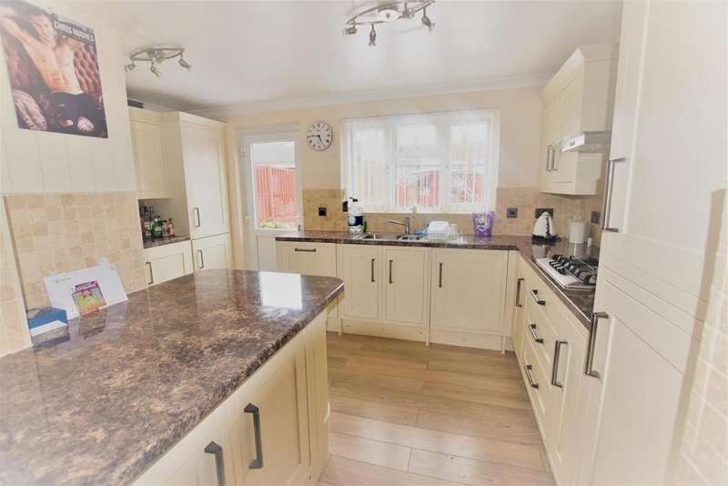 3 Bedrooms Terraced House for sale in Manford Way, Chigwell, IG7 4AD