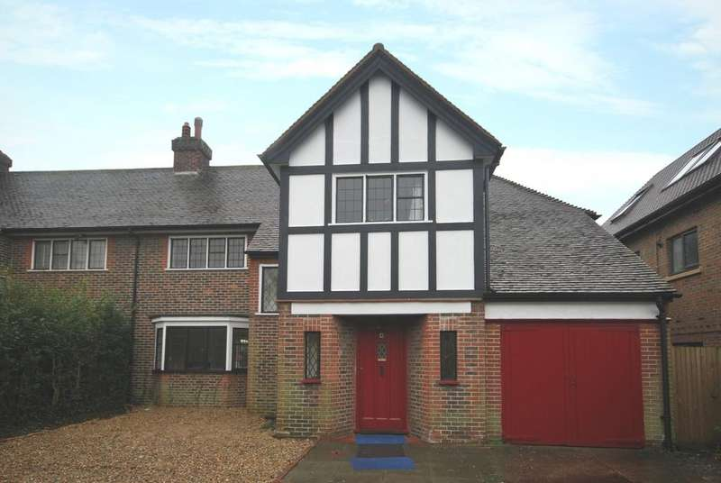 4 Bedrooms Semi Detached House for rent in Bromley Common Bromley BR2