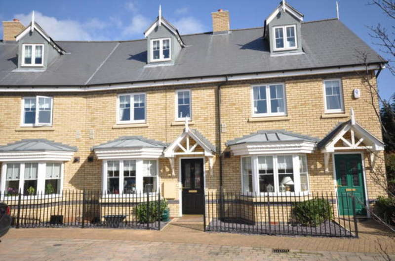 3 Bedrooms Town House for sale in Shimbrooks, Great Leighs, Chelmsford, CM3
