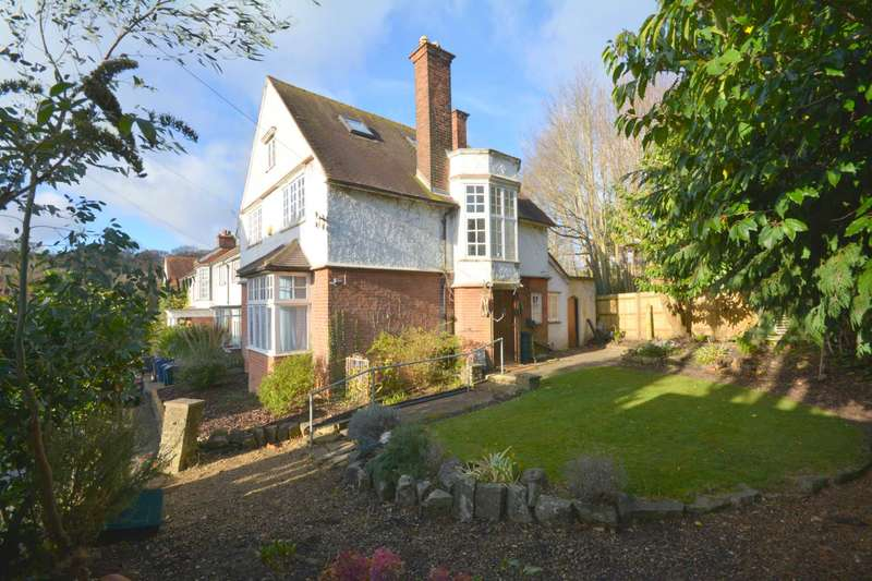 3 Bedrooms Semi Detached House for sale in The Avenue, Amersham HP6