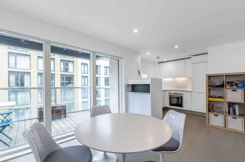 2 Bedrooms Flat for rent in Dance Square, Clerkenwell, EC1V