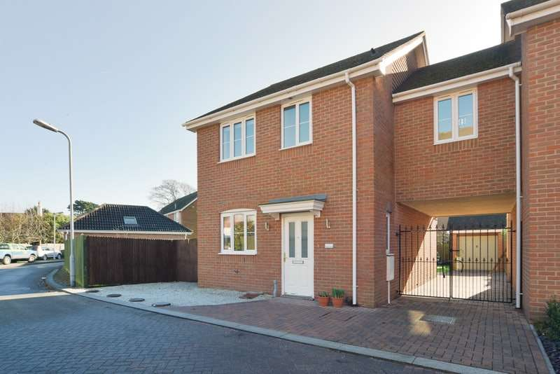 3 Bedrooms Link Detached House for sale in Peppercorn Close, Christchurch, Dorset, BH23