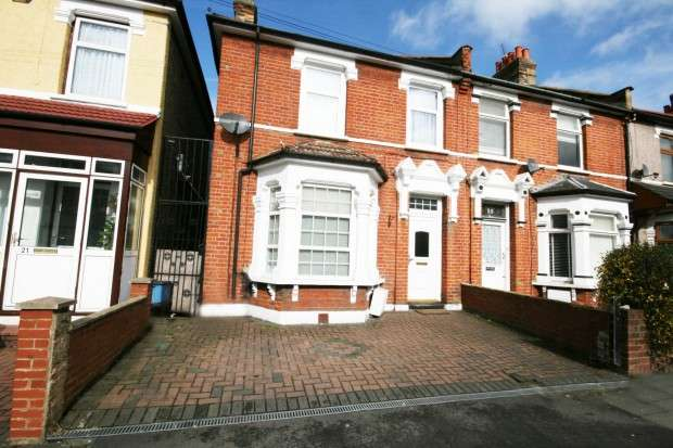 3 Bedrooms End Of Terrace House for sale in Mortlake Road, Ilford, IG1