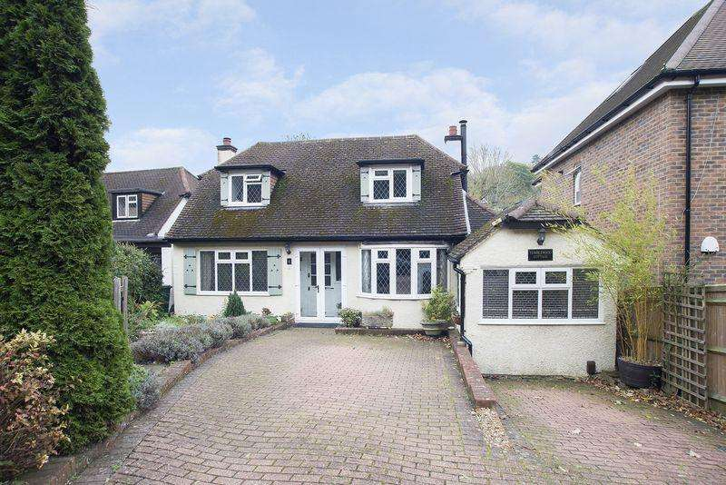 3 Bedrooms Detached House for sale in Chipstead