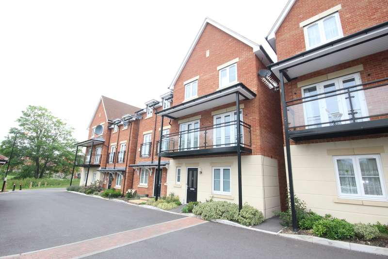 6 Bedrooms Semi Detached House for rent in Denton Way, Langley