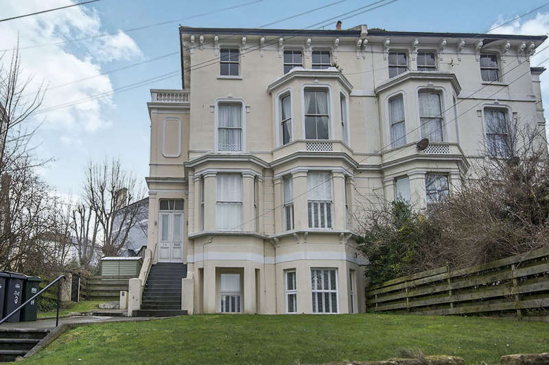2 Bedrooms Flat for sale in London Road, St. Leonards-On-Sea, TN37