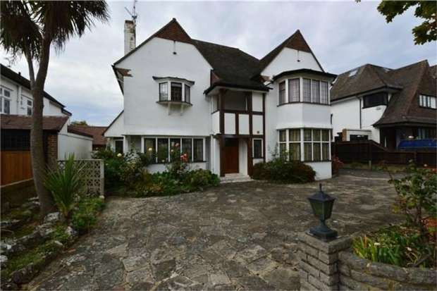 4 Bedrooms Detached House for rent in Seymour Road, Westcliff-on-Sea, Essex
