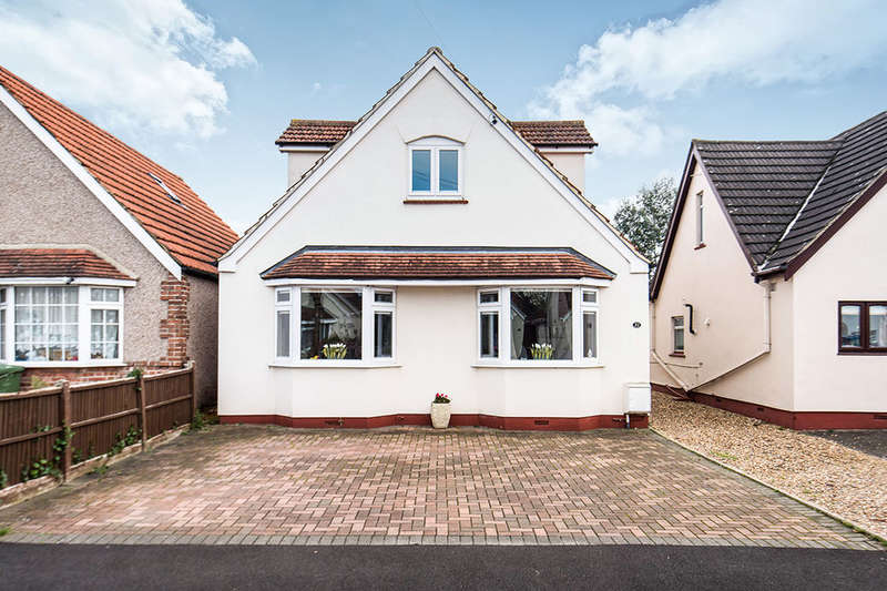4 Bedrooms Detached Bungalow for sale in Wrens Avenue, Ashford, TW15