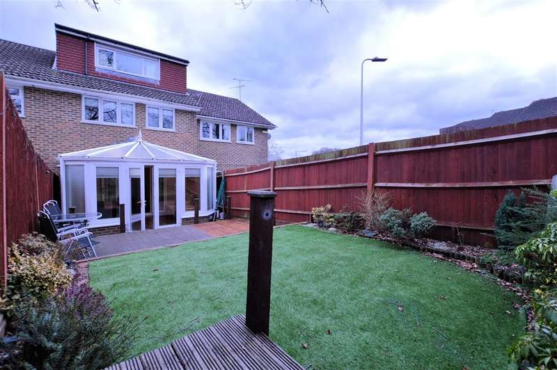 4 Bedrooms Terraced House for sale in Dauntless Road, Burghfield Common, Reading, RG7