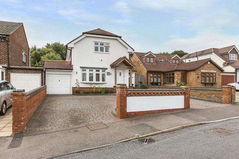 4 Bedrooms Detached House for sale in Summerhouse Drive, Joydens Wood