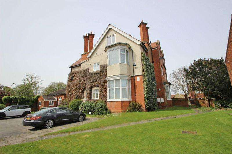 2 Bedrooms Flat for sale in THE MOUNT, MILL ROAD, CLEETHORPES