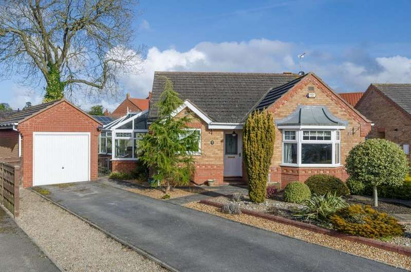 2 Bedrooms Detached Bungalow for sale in Whiteoak Avenue, Easingwold, York