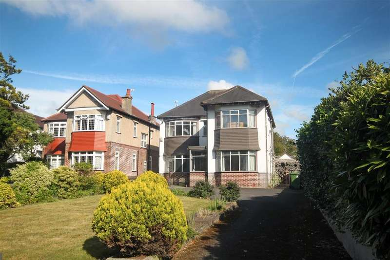 3 Bedrooms Detached House for sale in Park Crescent, Hesketh Park, Southport