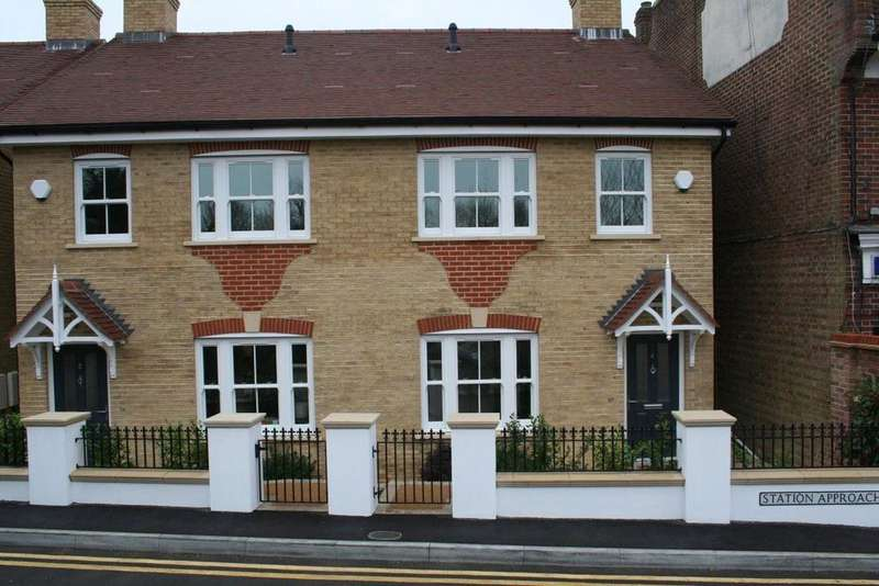 3 Bedrooms Semi Detached House for rent in Station Approach East Horsley