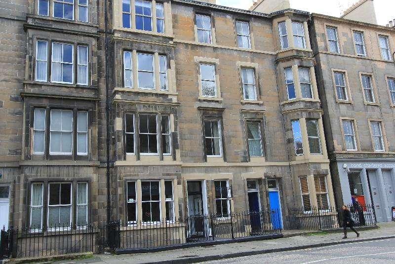 2 Bedrooms Flat for rent in East London Street, New Town, Edinburgh, EH7 4BN