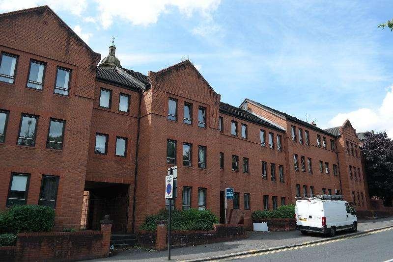 2 Bedrooms Flat for rent in John Knox Street, Dennistoun, Glasgow, G4 0UY